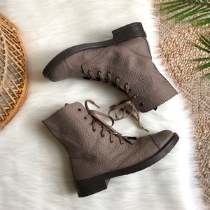Bakers Tan Pebbled Lace Up Combat Boots 8